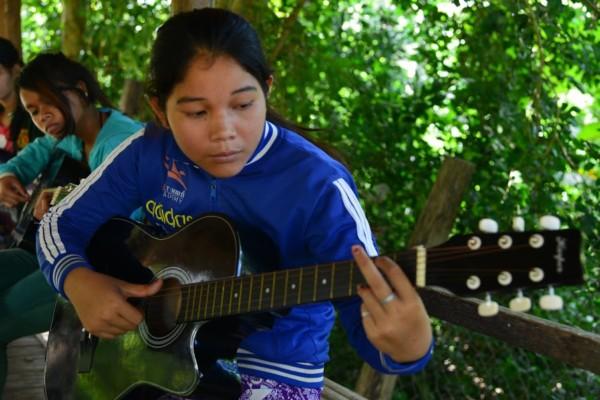 CFI-childrens-future-sreymom-guitar